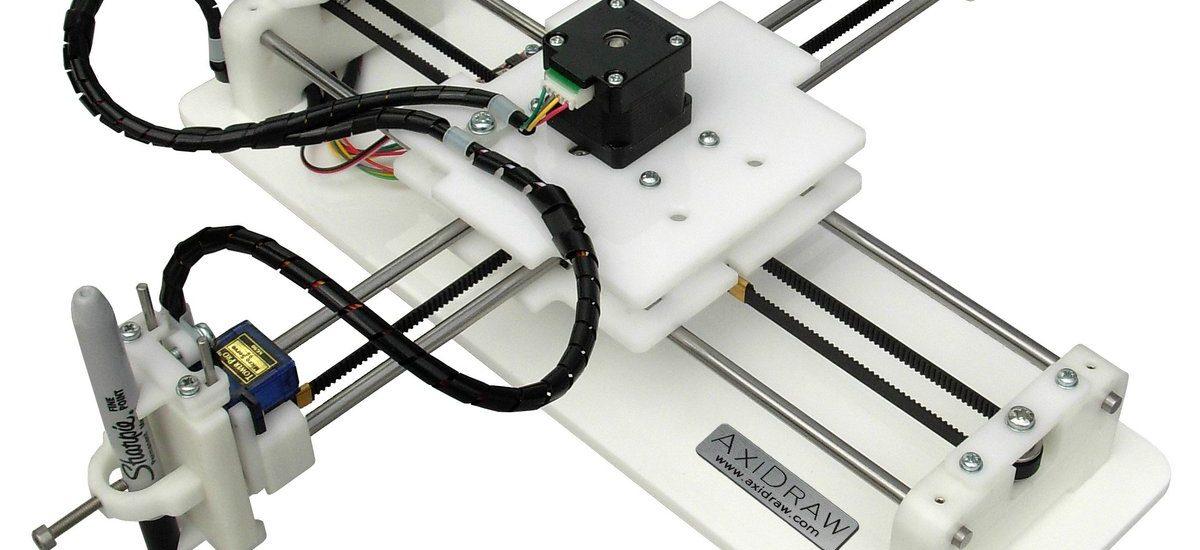ربات نقاش ساخته شده توسط گروه ماشین سازی سامو ماشین